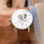Initial Initial Cœur Ouvert Blanc, la montre pour homme par Charlie Paris